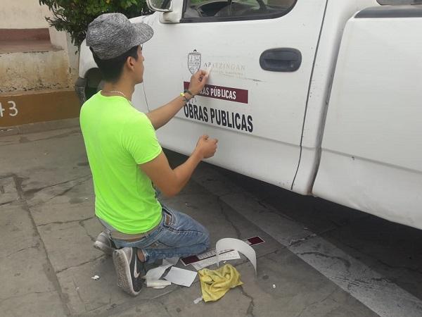 Se colocan logotipos a vehículos del Ayuntamiento: Reyes Benitez