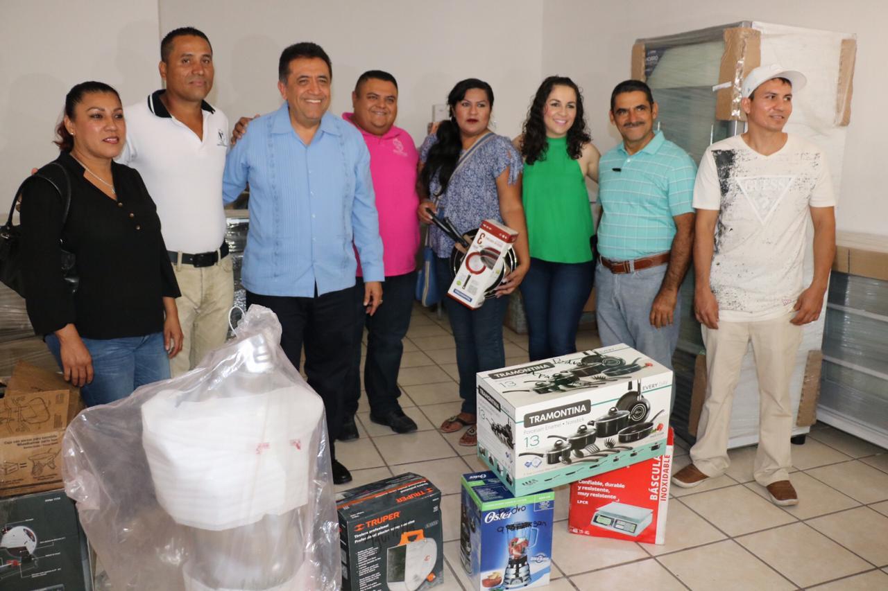 Entrega Alcalde José Luis Cruz proyectos del programa FAMI