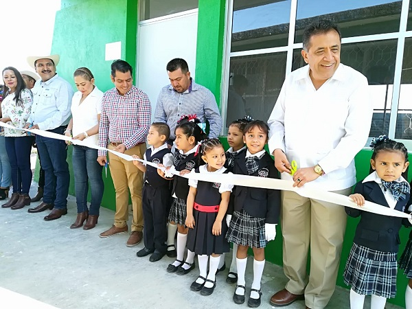 Inaugura Alcalde aula del Kinder Estefanía Castañeda de Puerta de Alambre
