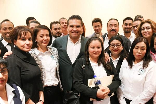Beneficia Gobernador a 400 familias con dignificación laboral en los servicios de salud