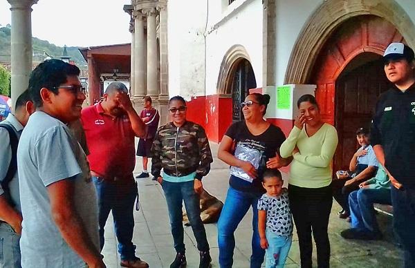 Docentes antorchistas en Tacámbaro siguen sin ser escuchados por el edil Salvador Barrera