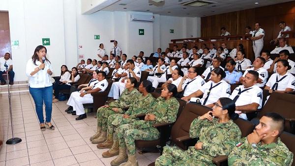 Lleva Seimujer conferencia sobre violencia de género, a elementos de la Zona Naval de Lázaro Cárdenas