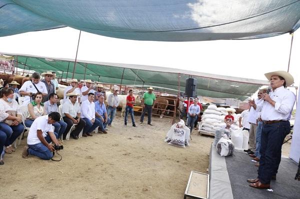 Fortaleceremos la ganadería en Huetamo: Gobernador