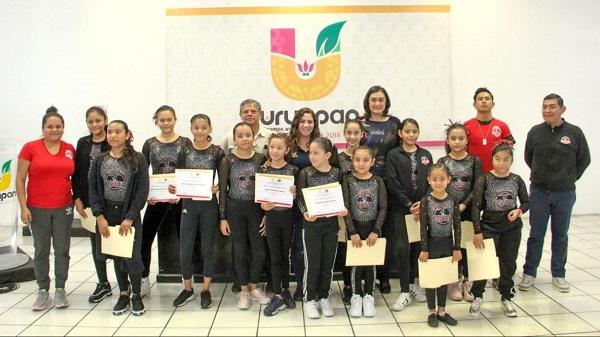 Reconocen a 16 gimnastas en Uruapan