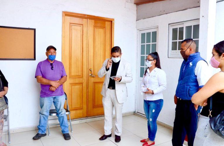 Paco Cedillo entrega 100 lentes con el 80 por ciento de descuento a personas vulnerables de Uruapan