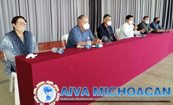 Bernardo Zepeda Vallejo recibe en Arteaga a los diputados Toño Madriz y Sergio Báez