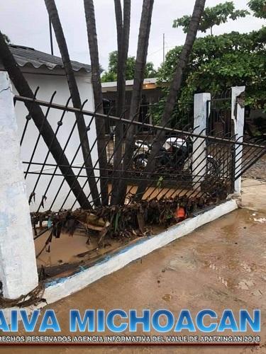 Lluvias ocasionadas por la onda tropical 32 provocan estragos en la comunidad del Ticuiz.