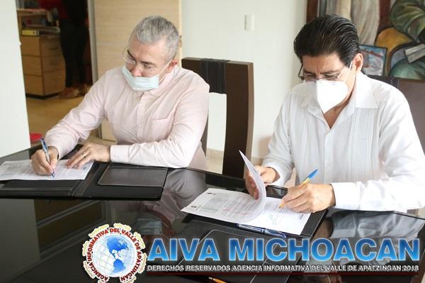 Raymundo Arreola signa convenio para beneficiar a la población con hemodiálisis a bajo costo