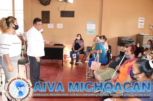Alcalde entrega apoyos a la ciudadanía